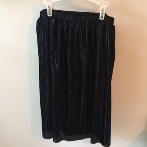 New With Tags Women's LOFT black skirt size small